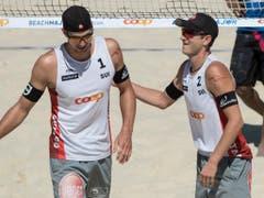 Adrian Heidrich (links) und Mirco Gerson scheitern in den Sechzehntelfinals deutlich (Bild: KEYSTONE/PETER SCHNEIDER)
