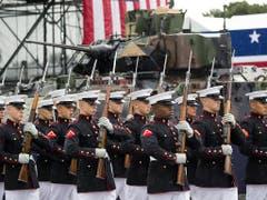 Defilee des Marine-Korps bei den Feierlichkeiten vor der Lincoln-Gedenkstätte in Washington. (Bild: KEYSTONE/AP/ALEX BRANDON)