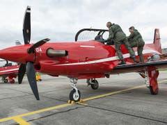 Das EDA hat dem Flugzeughersteller Pilatus verboten, Flugzeuge nach Saudi-Arabien und in die Vereinigten Arabischen Emirate auszuliefern. Im Bild ein Pilatus Porter PC21. (Bild: KEYSTONE/CHRISTIAN BEUTLER)