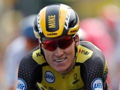 Der Niederländer Mike Teunissen siegte in Brüssel und ist der erste Träger des Maillot jaune (Bild: KEYSTONE/EPA/GUILLAUME HORCAJUELO)