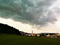 Gewitterwolken über Malters. (Bild: Urs Gutfleisch, Malters, 6. Juli 2019)