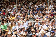 Applaudierende Zuschauer in Flüelen. (KEYSTONE/Alexandra Wey)