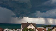 Unheimliche Wetterfront über dem Bodensee. (Bild: Jeannette Gabathuler)
