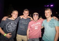 Müllheim TG - Von links nach rechts: Silvan Hausammann, Simon Brühlmann, Simon Siegrist und Kai Vogt. Impressionen von der Crazy Night in Müllheim. Der TV Müllheim organisiert diese Party seit 25 Jahren. Dieses Jahr mit einem riesen Wasserfall.