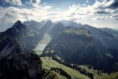 Der Alpstein mit dem Sämtisersee, aufgenommen vom Hohen Kasten aus. (Bild: Thomas Ammann)