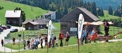 Im Oberdorf herrscht am Nachmittag des Nationalfeiertags reges Kommen und Gehen.Bilder: Adi Lippuner