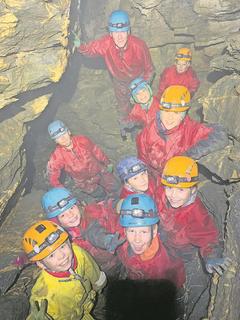 Höhlenforscher im Einsatz. (Lagerbild: Ferienpass Nidwalden, Stans, 9. August 2019)