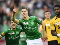 Hier sah es für St. Gallen gut aus: Cédric Itten hat einen Foulpenalty zum 2:2 verwertet (Bild: KEYSTONE/GIAN EHRENZELLER)