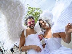 «Himmlischer Besuch» bei der Street Parade. (Bild: KEYSTONE/MELANIE DUCHENE)