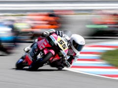 Romano Fenati lässt seine Moto3-Konkurrenten hinter sich und gewinnt sein 11. GP-Rennen (Bild: KEYSTONE/EPA/MARTIN DIVISEK)