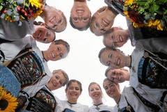 Sie sind die zwölf Ehrendamen. (Bild: Andy Mettler / Swiss-Image)