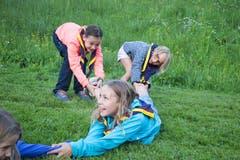 «Unsere jungen Ritterinnen und Ritter gaben vollen Einsatz beim sportlichen Willkommensprogramm.» (Bild: Pfadi Winkelried Cham, Steinhausen, Hagendorn, Wölfe, 7. Juli 2019)