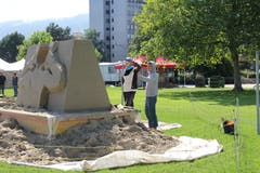 Am 21. Sandskulpturen-Festival nehmen einmal mehr Teams aus verschiedenen Ländern teil. (Bild: Sheila Eggmann)