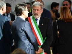 Premierminister Giuseppe Conte (links) und der Genoveser Bürgermeister Marco Bucci (rechts) an der Gedenkfeier ein Jahr nach dem Brückeneinsturz. (Bild: KEYSTONE/EPA ANSA/LUCA ZENNARO)