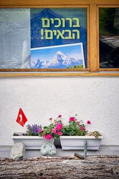 Blick auf das Hotel Dom, in dem sich jüdisch-orthodoxe Gäste einquartiert haben. (Bild: Colin Frei)