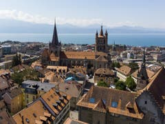 Die Kathedrale auf ein Hügel übertrohnt die Altstadt und das Seebecken. (Bild: Keystone/LEANDRE DUGGAN)