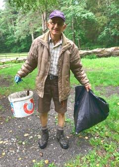 Wenn Paul Hobi unterwegs ist, füllen sich die Abfallsäcke in Windeseile. (Bild: PD)