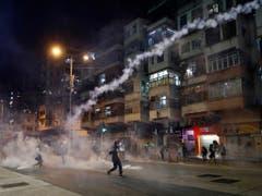 Seit Wochen kämpfen Demonstranten in Hongkong für ihre Rechte. Auf Druck Chinas kommt es nun an der Spitze der Fluggesellschaft Cathay Pacific zu einem Wechsel. (Bild: KEYSTONE/AP/VINCENT YU)
