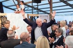 Christoph Blocher wird bejubelt. (Bilder: Urs Bucher/TAGBLATT)