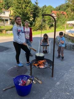 Was gibt es Besseres als Älplermagronen über dem Feuer. (Bild: Reitlager Hanny-Fee, Schwarzenberg, 14. August 2019)