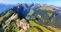 Wanderung auf den Hohen Kasten. Von oben ein wunderschöner Ausblick auf die Berge und den Sämtisersee. (Bild: Daniela Schai)