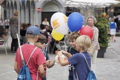 Viele werben mit Luftballons - Parteien genau so wie Geschäfte. (Bild: Hanspeter Schiess - 17. August 2019)