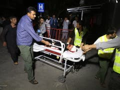 Bei der Explosion an einer Hochzeitsfeier in Kabul wurden auch Kinder verletzt. (Bild: KEYSTONE/EPA/JAWAD JALALI)