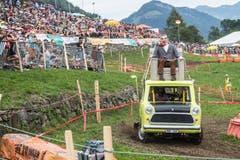 Die Teilnehmer waren dieses Jahr wieder besonders einfallsreich, was die Einkleidung ihrer Teffli betrifft: Hier Mr Bean in voller Fahrt. (Bild: Boris Bürgisser, Ennetmoos, 17. August 2019)