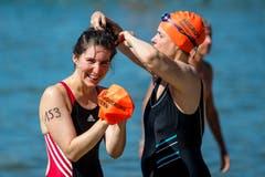 Badkappe auf! Eine Teilnehmerin lächelt in die Kamera. (Bild: Philipp Schmidli, Luzern, 18. August 2019)