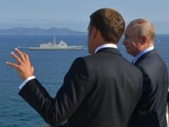 Der französische Präsident Emmanuel Macron bespricht sich mit dem russischen Präsidenten Wladimir Putin fünf Tage vor dem G7-Gipfel in Frankreich. (Bild: KEYSTONE/EPA SPUTNIK POOL/ALEXEI DRUZHININ / SPUTNIK / KREMLIN P)