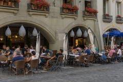 Bern: Im Perimeter Aarbergergasse, Hodlerstrasse, Schützenmatte darf freitags und samstags zwischen dem 1. Mai und dem 30. September bis um 2:00 Uhr in der Gartenwirtschaft gesessen werden.Fazit: Aare nähert sich Adria