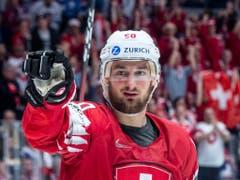 Das Publikum entschied: Tristan Scherwey (vor Andres Ambühl) ist der beliebteste Schweizer Hockeyaner (Bild: KEYSTONE/MELANIE DUCHENE)