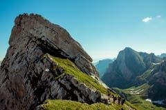 Wunderbare Aussicht auf beide Seiten. Auf dem Weg von der Meglisalp zum Schäfler. (Bild: Mirco Good)