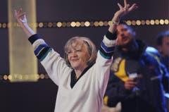 """Ines Torelli singt im Final der Sendung """"Die grössten Schweizer Hits"""" des Schweizer Fernsehens ihren Hit """"De Gigi vo Arosa"""", am Sonntag, 30. November 2008, in der Bodensee-Arena in Kreuzlingen. (Bild: Keystone)"""