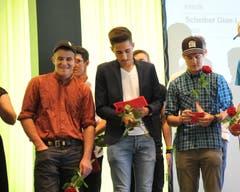 Zufriedene Gesichter an der Lehrabschlussfeier im Uristier-Saal. (Bild: Urs Hanhart, Altdorf, 24. August 2019)