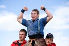 Früh übt sich: Joel Wicki jubelt nach gewonnenem Schlussgang in der Kategorie Jahrgang 97 gegen Joel Strebel. (Bild: Dominik Wunderli, 26. August 2012)