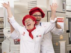 Die Weltmeisterin bei den Bäcker-Konditoren: Sonja Durrer aus Kerns OW freut sich nach dem Abschluss ihrer Arbeit. (Bild: KEYSTONE/SwissSkills/MICHAEL ZANGHELLINI)
