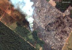 Auch das ist ein Satelitenbild, dass das Feuer zeigt. (Bild: keystone-sda.ch)