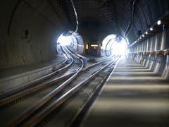 Ausgehöhlt ist er schon seit längerem. In einem Jahr sollen auch regulär Züge durch den Ceneri-Basistunnel verkehren. (Bild: KEYSTONE/GAETAN BALLY)