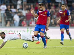 Albian Ajeti (hier im Match in Sitten) setzt sich durch. Mit seinen Toren könnte Basel sogar in die Champions League gelangen (Bild: KEYSTONE/JEAN-CHRISTOPHE BOTT)