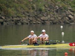 Roman Röösli (links) und Barnabé Delarze haben in Linz-Ottensheim das erste Ziel erreicht (Bild: KEYSTONE/EPA/CHRISTIAN BRUNA)