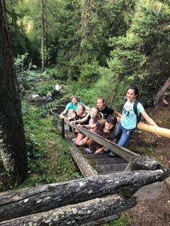 Auf dem Abenteuerpfad in Zuoz gib'ts einiges zu entdecken. (Bild: Sommerlager Reiden, Zuoz, 1. August 2019)