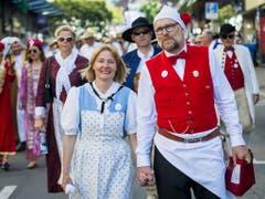 Wie beim Sechseläuten: Zünfter im Umzug am Winzerfest in Veveye. (Bild: KEYSTONE/JEAN-CHRISTOPHE BOTT)
