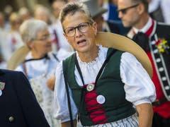 Trachtenleute aus dem Kanton Zürich am Umzug in Vevey. (Bild: KEYSTONE/JEAN-CHRISTOPHE BOTT)