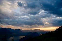 Blick von der Rigi auf die Gewitterstimmung über dem Pilatusland (Bild: Daniela Hofer, 5. August 2019)