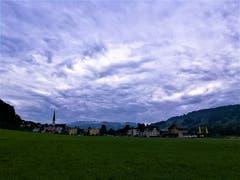 Leser Urs Gutfleisch erblickt wunderbare, wirblige Wolken am Himmel über Malters (Bild: Urs Gutfleisch, 7. August 2019)