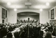 Noch heute erfreuen sich die Veteranenfeiern – hier 1971 mit einem Konzert der Betriebsmusik – grosser Beliebtheit.