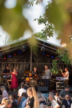 Sting Operation spielt auf dem Gerbiplatz. (Bild: Maria Schmid, 29. August 2019)