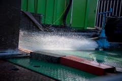 Eine Wasserfontäne auf der Plattform. (Bild: Nadia Schärli, Luzern, 9. September 2019)