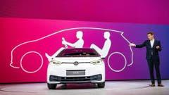 VW-Vorstand Frank Welch präsentiert den VW ID.3 (BILD: HO)